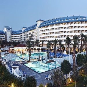 HOTEL CRYSTAL ADMIRAL RESORT SUITES