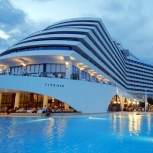 HOTEL TITANIC BEACH RESORT